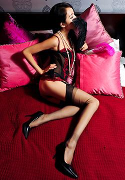 [丝间舞] 性感少妇的诱惑情趣内衣吊带丝袜床照诱惑 NO.257